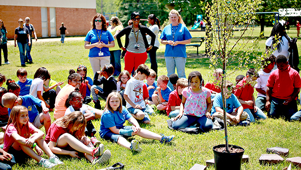 MEMORIAL: Beechwood third-graders prepare to plant a tree Friday in memory of their classmate Autumn Giles, 9, who died April 14 in a car wreck.